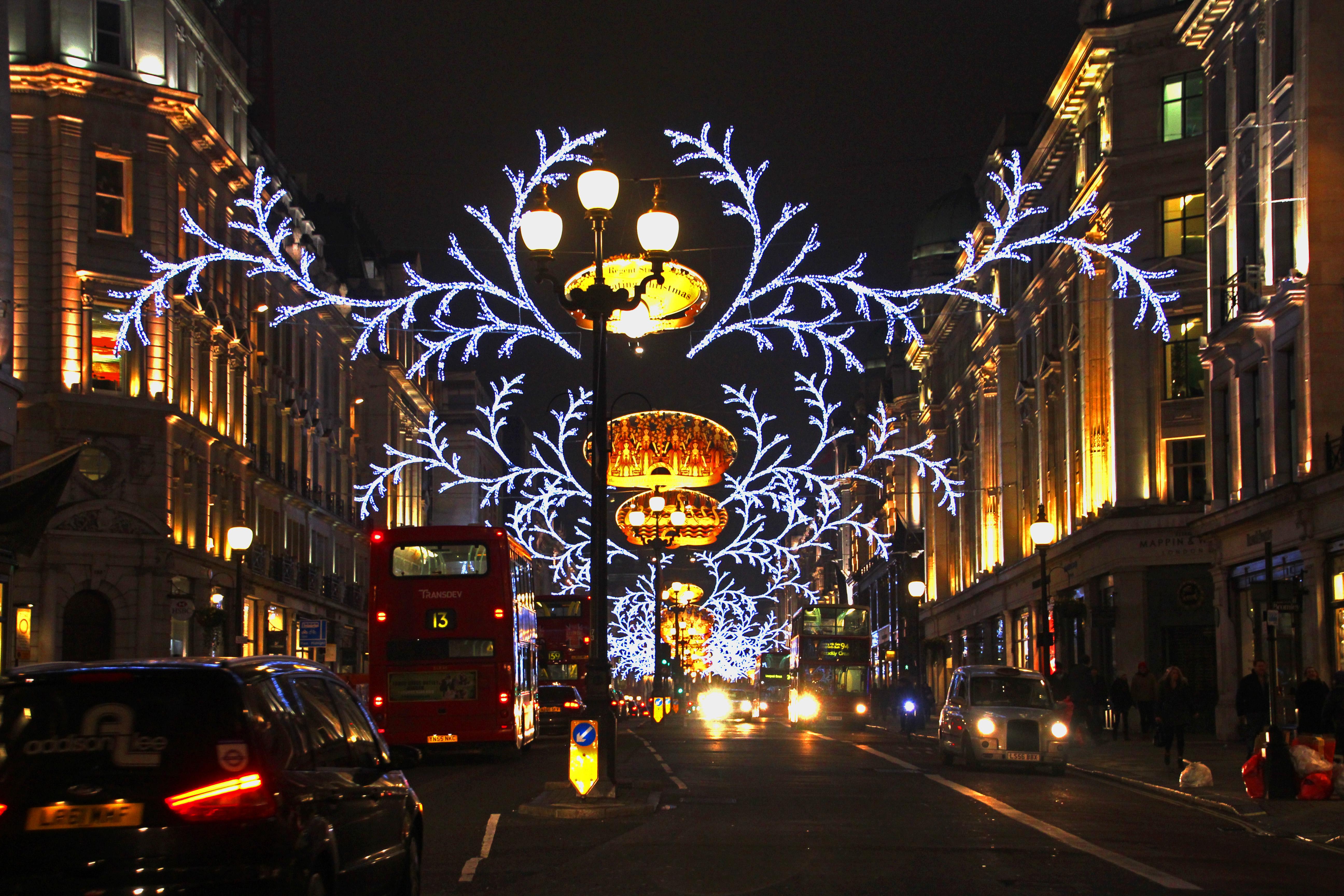Regent Street Xmas Traffic © jonovernon-powell