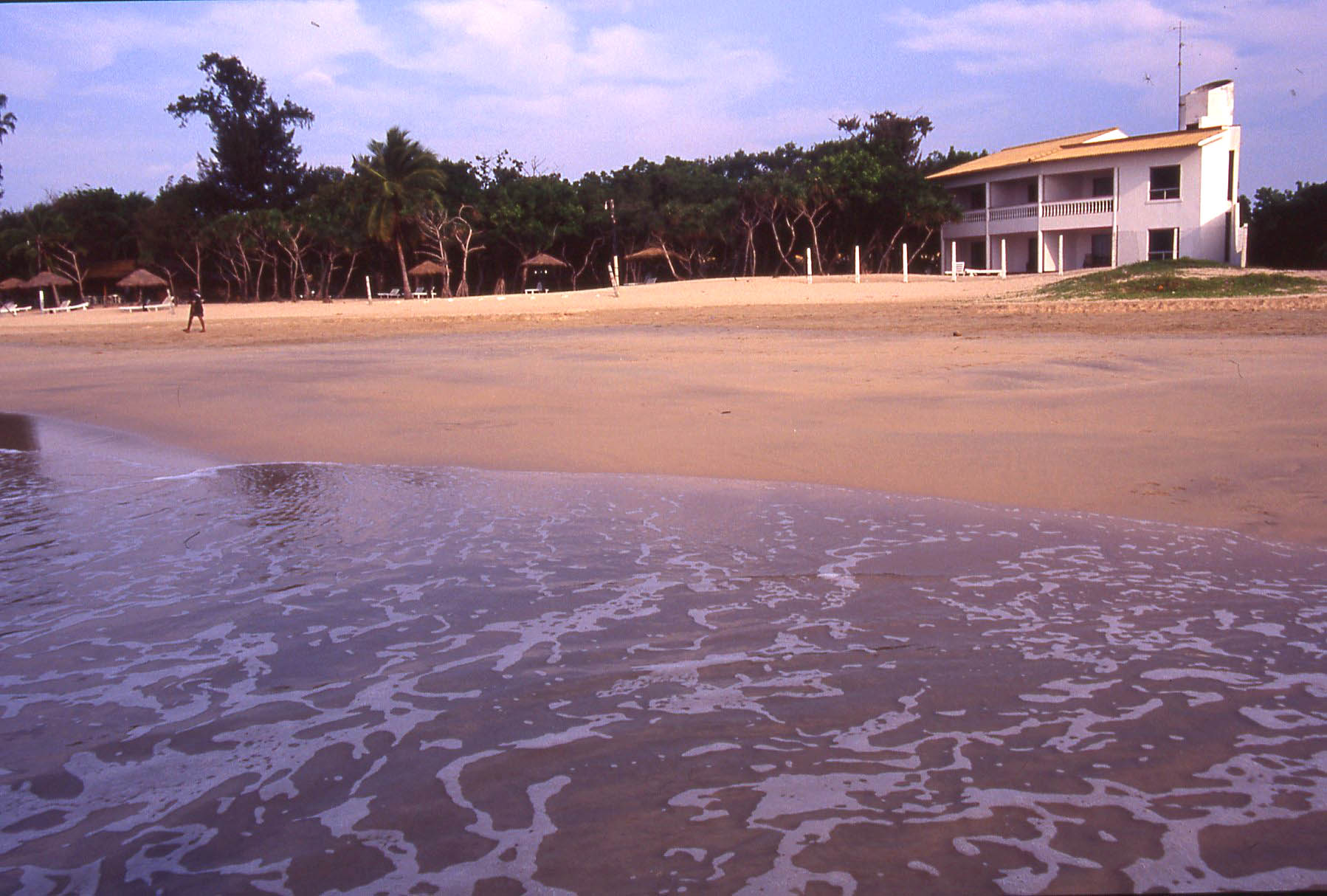 Nilaveli Beach, nr Trincomalee © JonoVernon-Powell.com