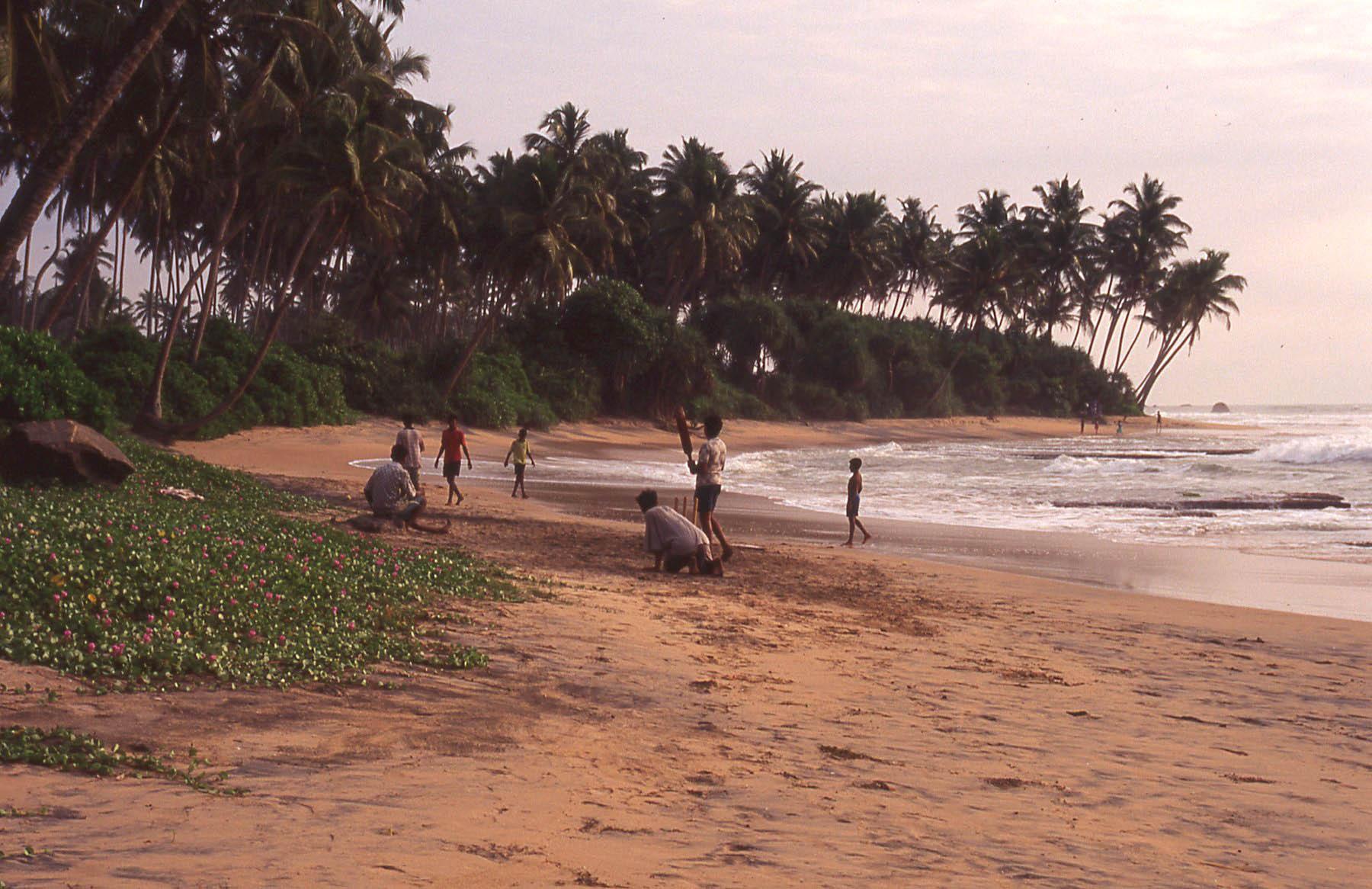 Sri Lanka Beach Cricket scene © JonoVernon-Powell