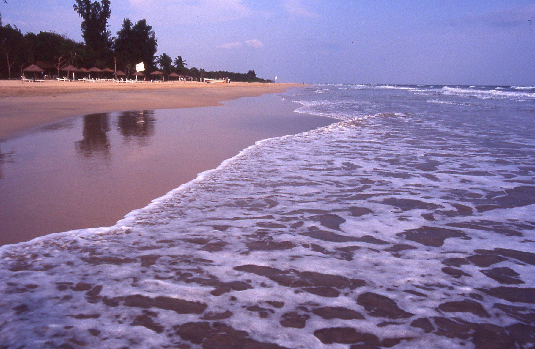 Trincomalee Beach region © JonoVernon-Powell.com