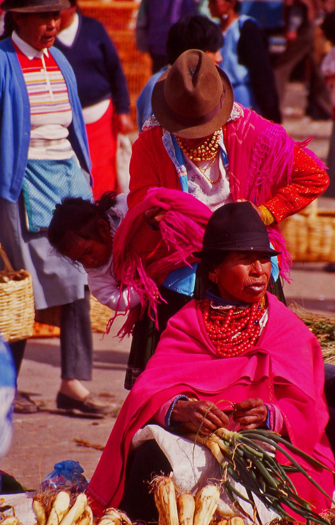 Market ladies Ecuador © JonoVernon-Powell