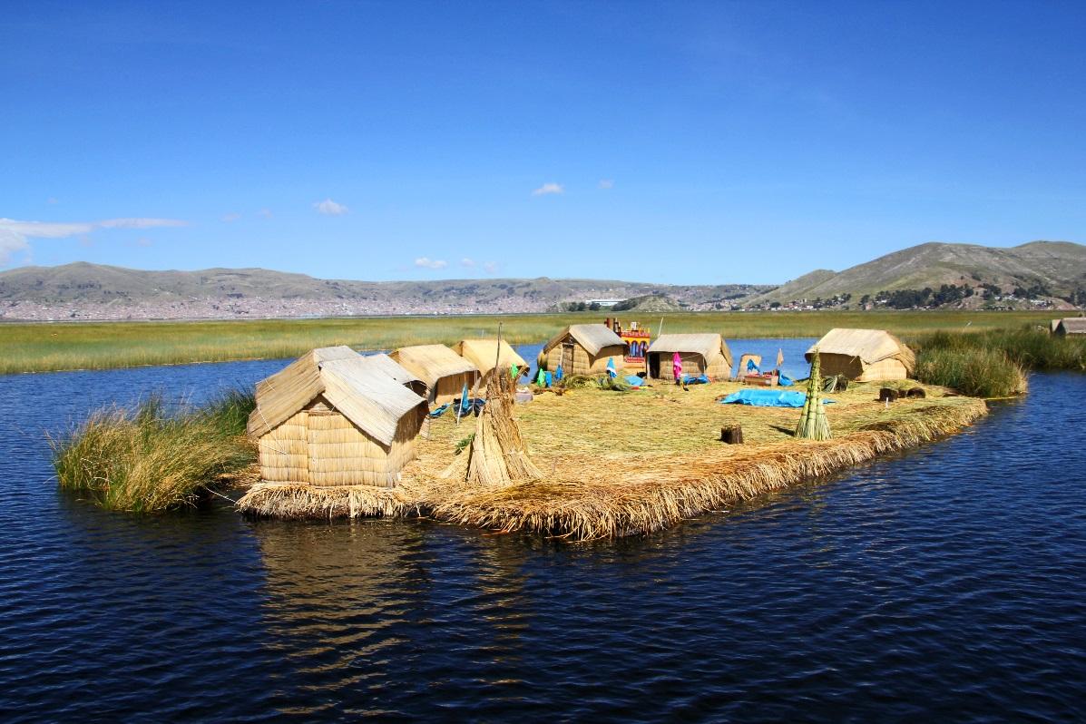 Floating Uros Island © Nomadic Thoughts.com
