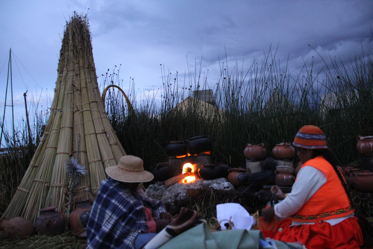 Open fire cooking Uros Islands © Nomadic Thoughts.com