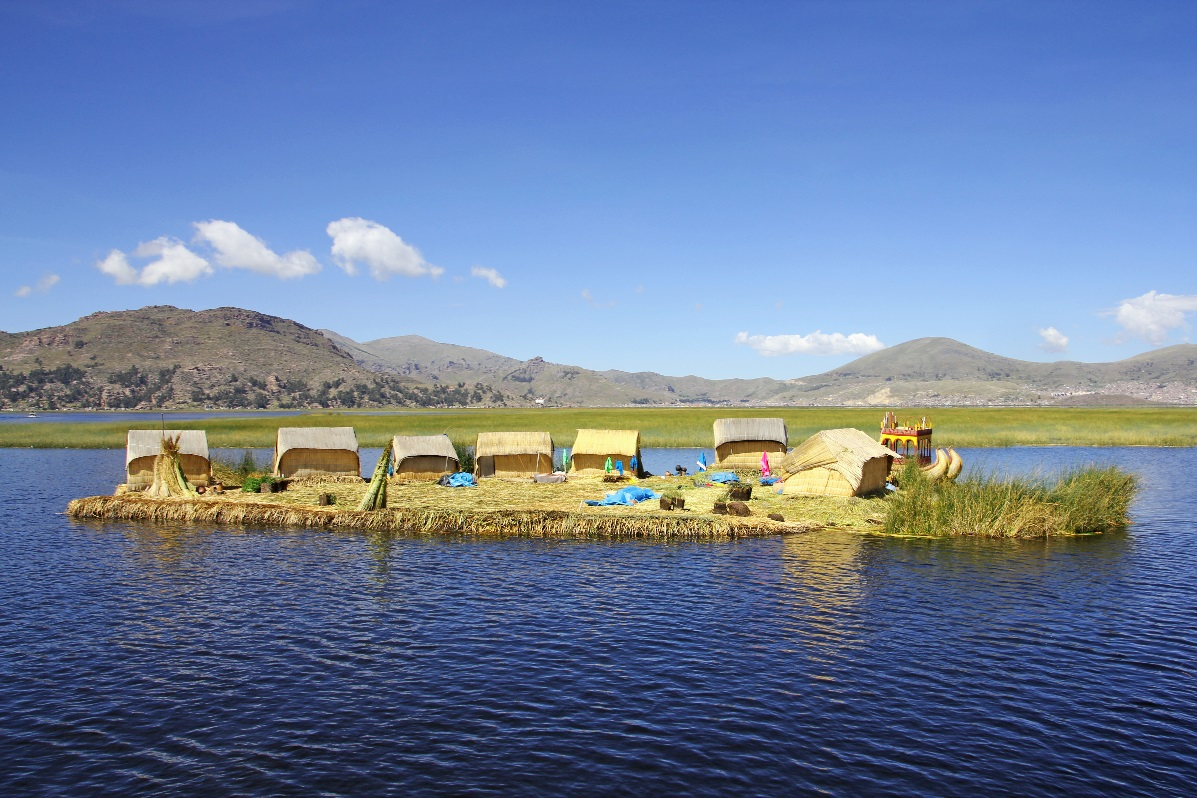 Uros Island with Puno © Nomadic Thoughts.com