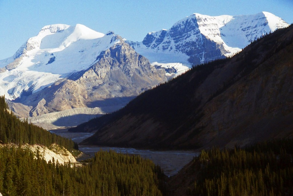 Bow Valley view.jpg copyright-nomadic-thoughts-worldwide-travel