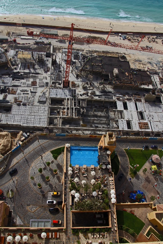 Dubai JBR Pool construction beach copyright nomadic-thoughts