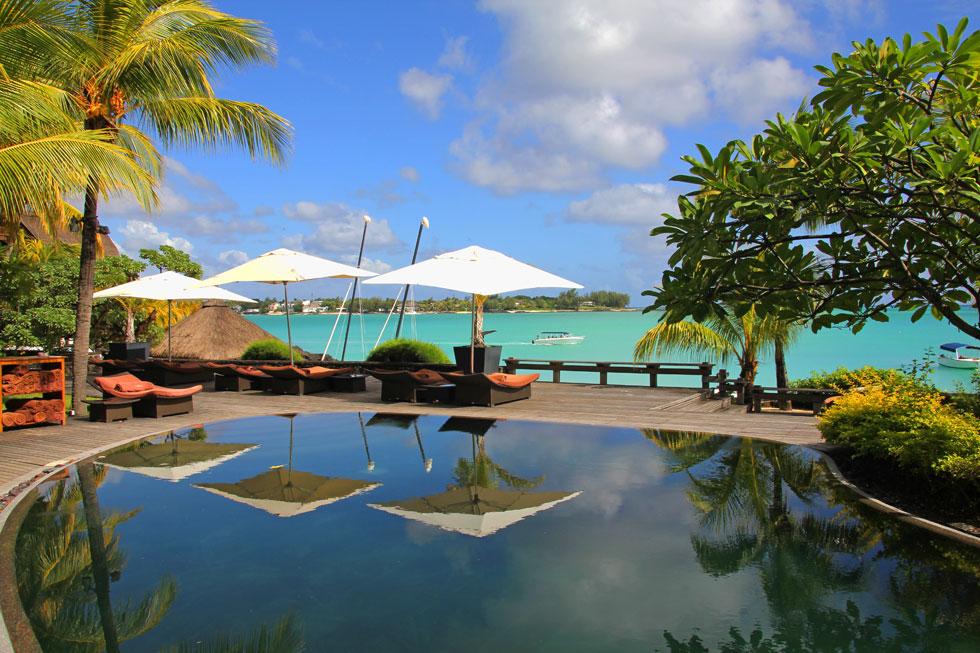 Mauritius-beachscene-copyright-nomadic-thoughts-worldwide-travel