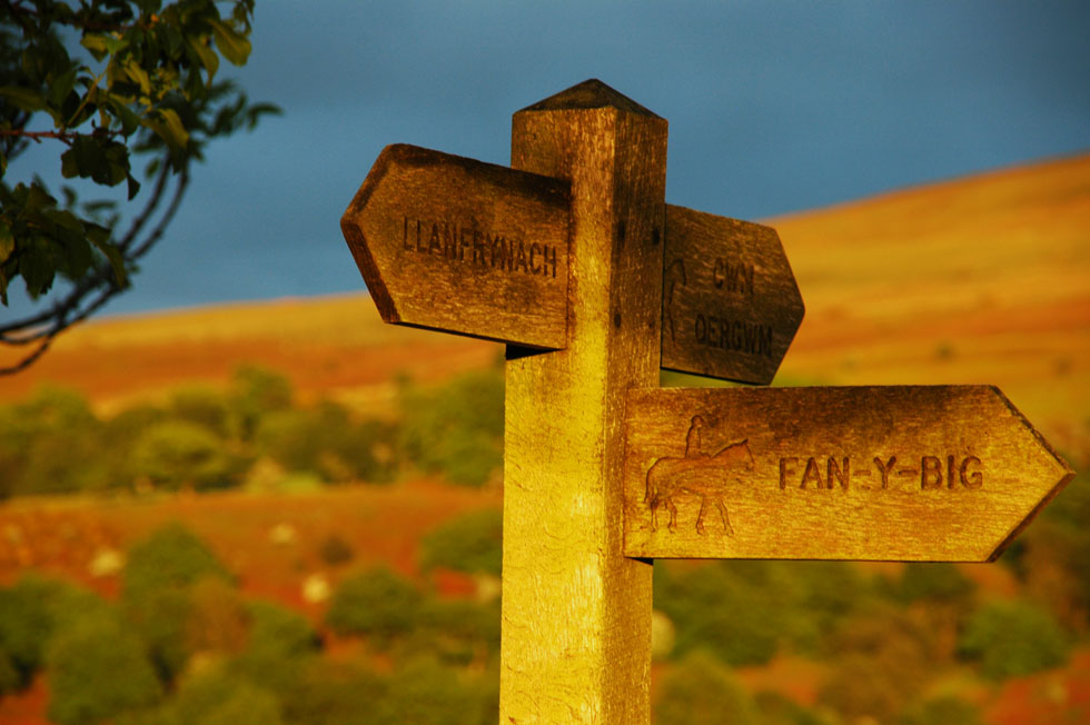 National Park sign above Llwyn-y-fron