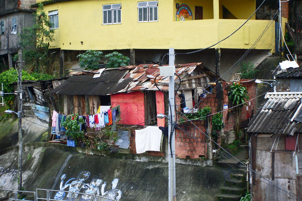favela-housing-copyright-no