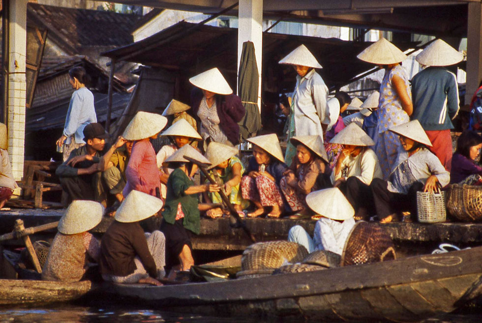 hoi-an-market-ladies-copyri