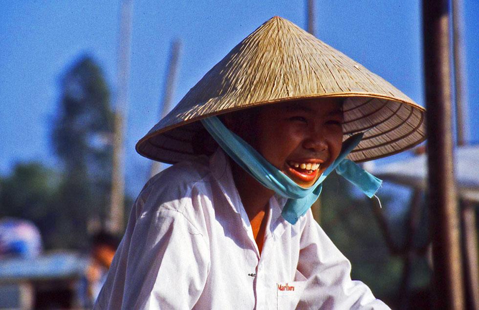 vietnam-rickshaw-driver-cop