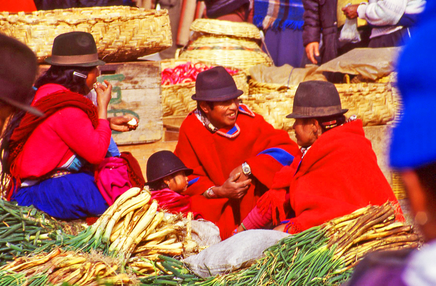 Lunchtime on Market Day Ecuador © JonoVernon-Powell