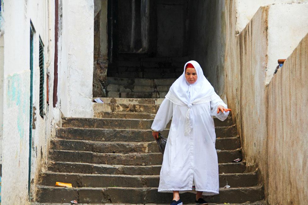 algiers-kasbah-lady-copyrig